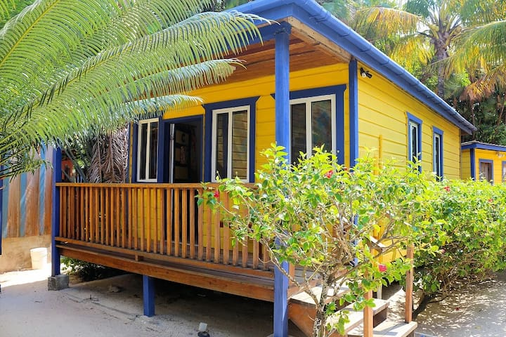 Beach Cabana, beautiful views 'Cabin C'- MBI