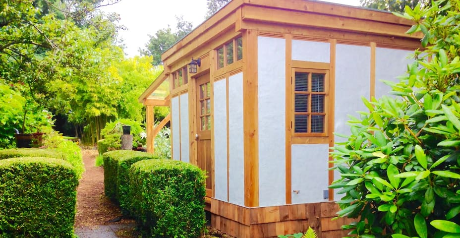 Boxwood Garden Room - Powell River - Kabin