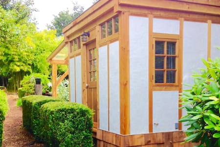 Boxwood Garden Room - Powell River
