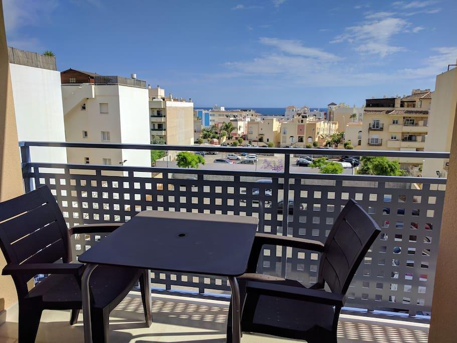 Tico con solarium piscina climatizada playa 2min for Hoteles con piscina climatizada en andalucia