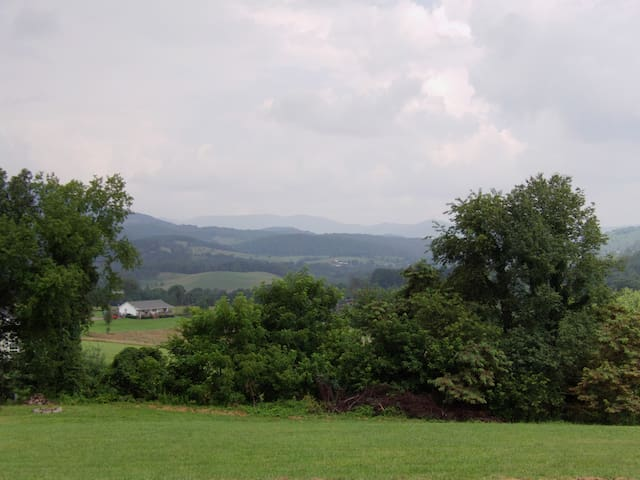 Pet friendly Pembroke home with awesome views!