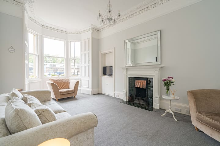 ★ Chic 2BR  Apartment, 15mins to City Centre ★
