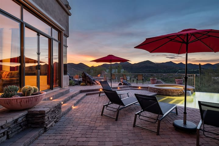 Southwest home w/ Hot Tub, heated pool, and amazing Mtn. Views!