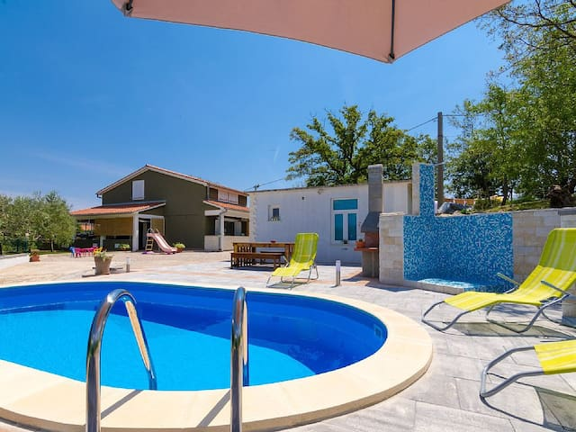 House Ria with pool- LAST MINUTE JUNE - Gondolići - House