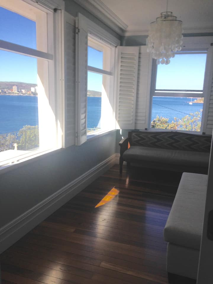 Manly/Fairlight beach. 2-bed apart on the water.