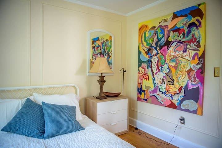 Charming New Haven Artist Apartment