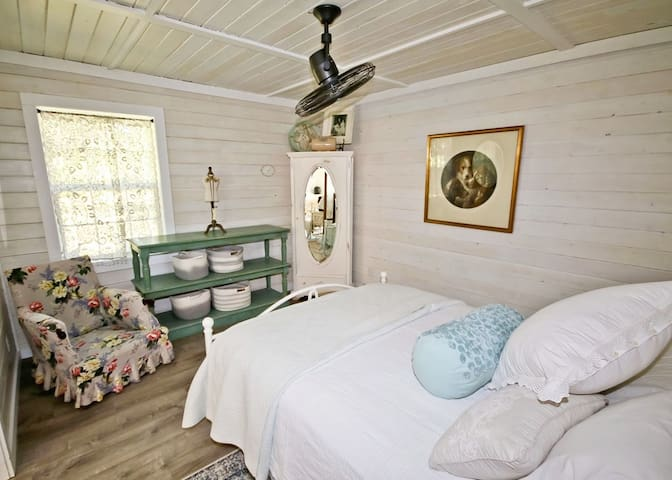 enjoy sleeping in the new queen bed, with lovely bedding and cotton percale sheets. Small armoire for hanging clothes and baskets for smaller items
