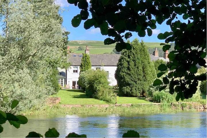 Gorgeous Riverside Cottage - Pooley Bridge Village