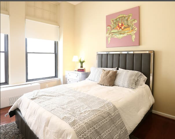 Your cozy home in the best location on the UWS!