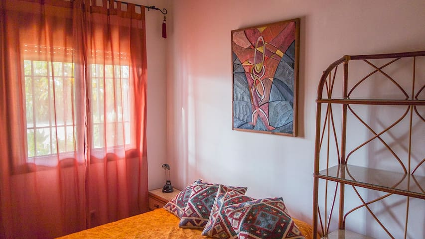 Room. Double bed for 1-2 persons - Sevilla - Almhütte