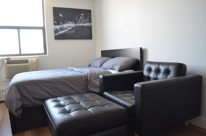 100% Privacy Stylish Studio Apt Downtown Toronto