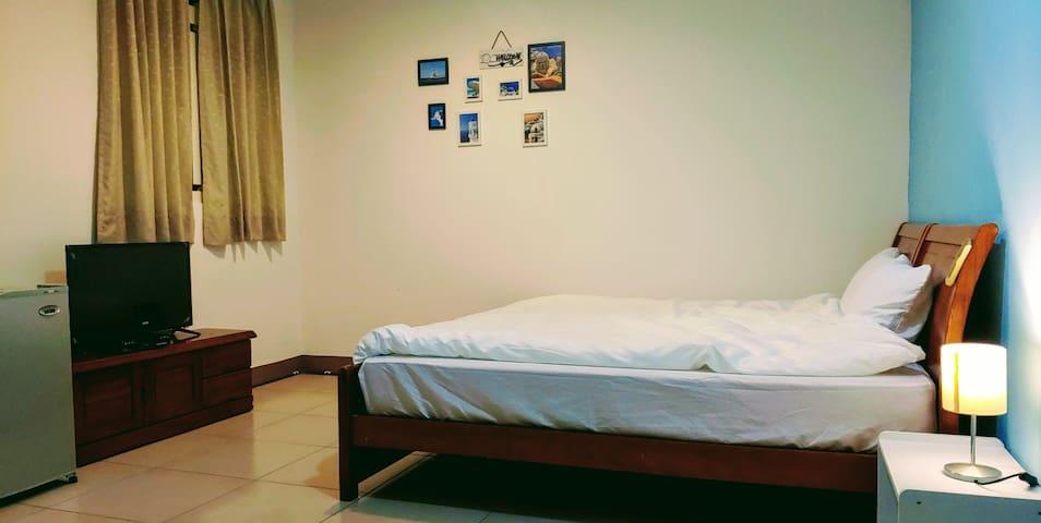 樂活小居-地中海情懷 宜蘭市區大套房 近市區 轉運站 生活機能超方便 獨立房間