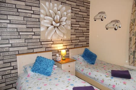 B&B Guest House in Halifax West Yorkshire - Halifax - Aamiaismajoitus