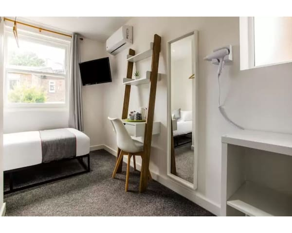 PRIME Single Room with private Bathroom
