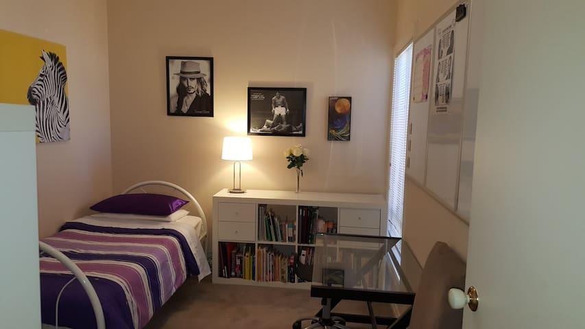 "Modern Spacious Adelaide ""Ali Room"" (SINGLE bed/s) - Brompton - Rumah"