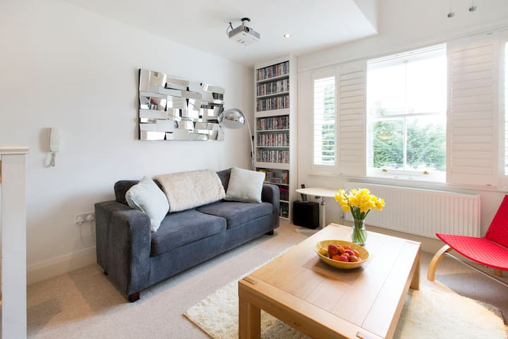 Sunny, contemporary flat in trendy East Oxford - Oksford