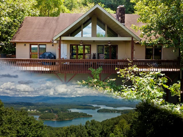 Chateau Chatuge Beautiful 3/3 cabin w/Mtn Views, Game Room, hot tub Hiawassee