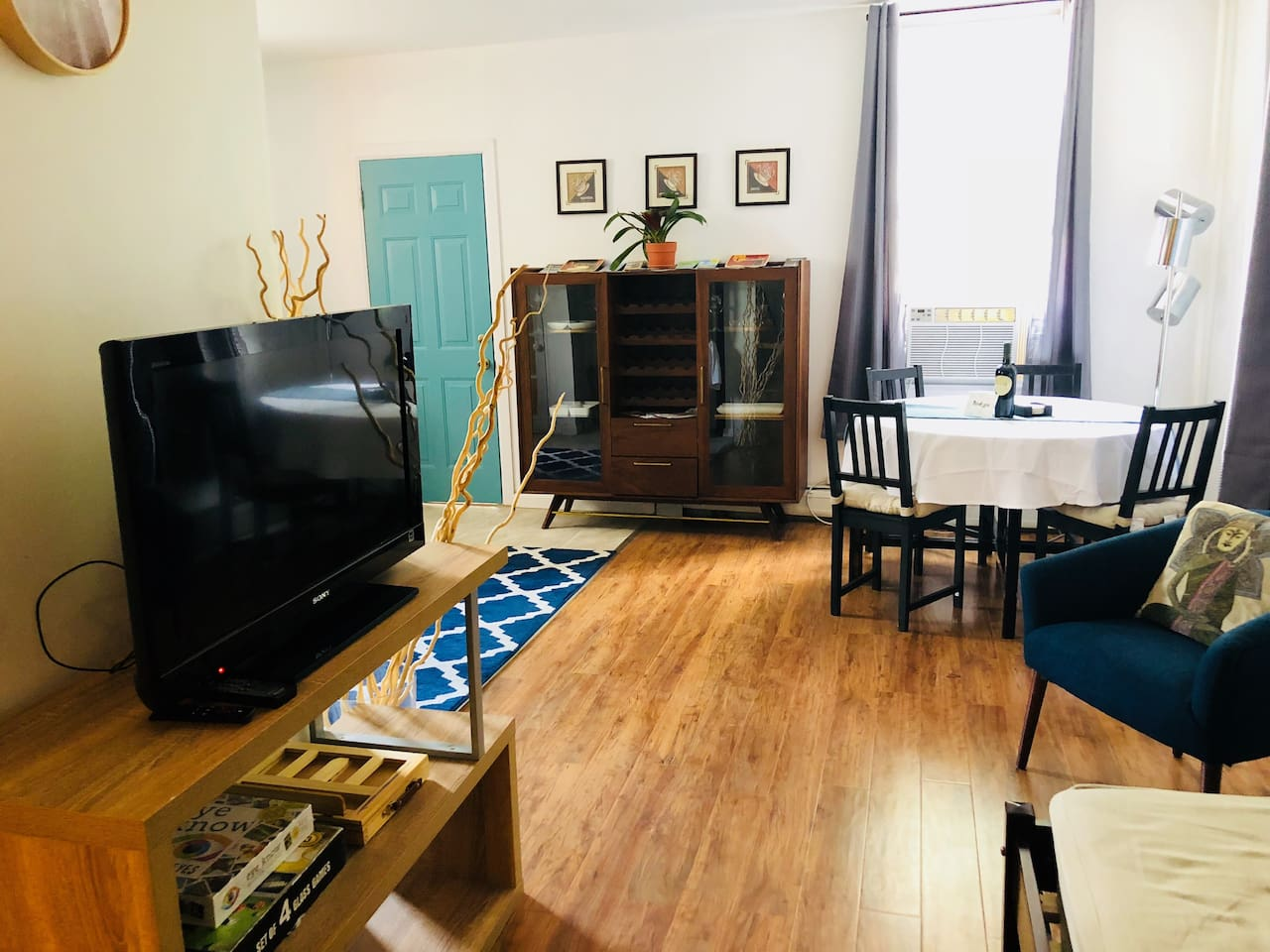 Living/Dining room/amazon fire stick tv (free)