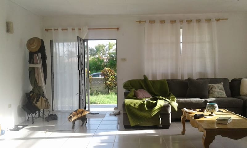 Relax @ My Bungalow: 5 min drive to the beach! - Oistins - House