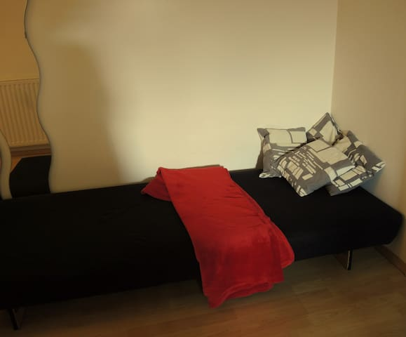 Sleep on our sofa bed in the living room! - Innsbruck - Apartamento