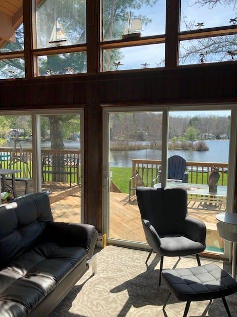 Lakefront A Frame Cottage on beautiful Hunter Lake