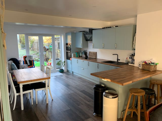Newly renovated house 5 minutes from Goodwood