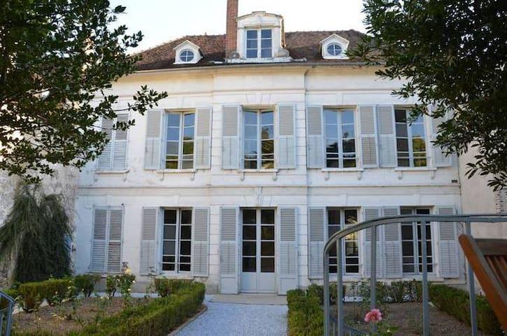 Hôtel particulier 18eme centre historique Joigny