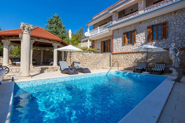 46m² app on the ground floor with pool for 2-3pers