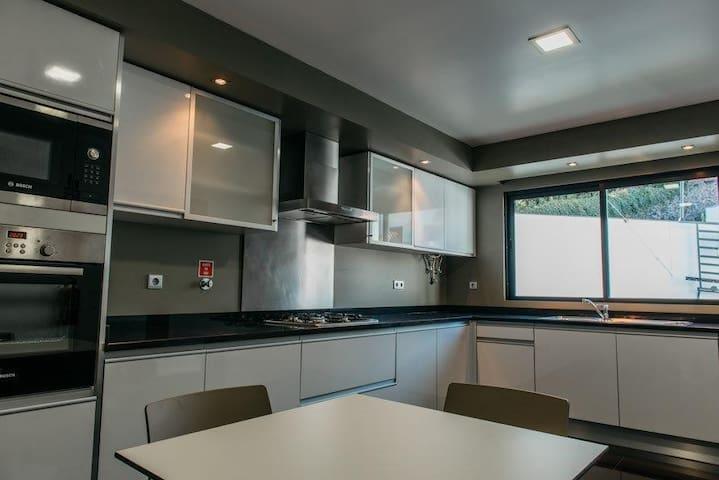 Mediterranean Villas ( House J ) - Caniço - Hus