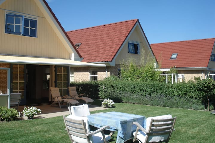 Modernes Ferienhaus in Nordholland am Meer