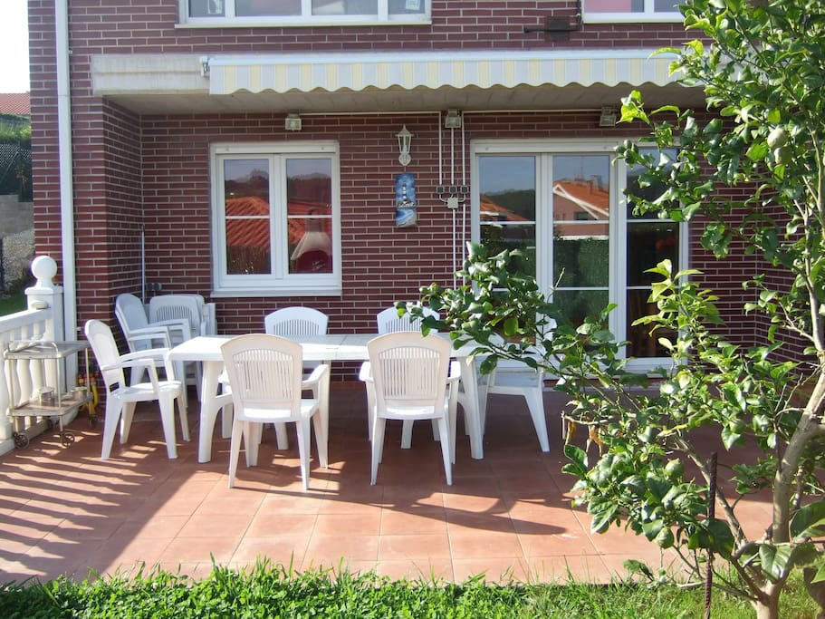 Bajo con 400 m2 de jardin privado porche barbacoa flats for Jardin 45 m2