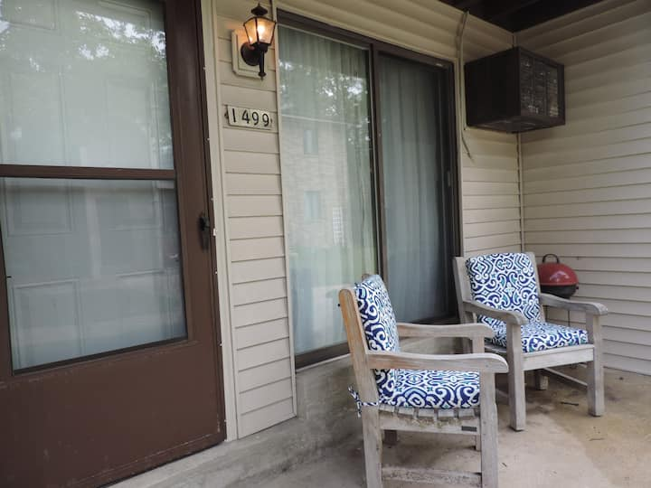 Relaxing & private first floor condo in New Berlin