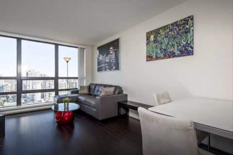 DOWNTOWN CENTRAL - 1 BEDROOM - PARKING & CITY VIEW