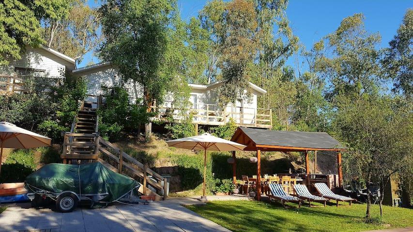 Cabañas-casa Lago Rapel -piscina y acceso al Lago