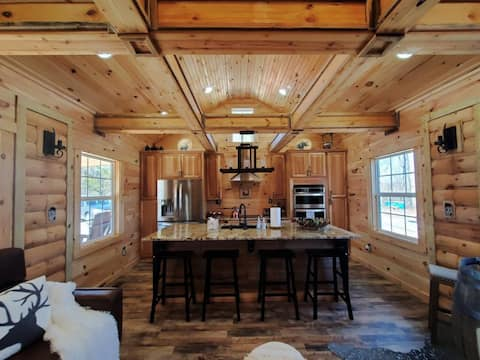 Beautiful Cabin 18 miles from RRG - Hot Tub