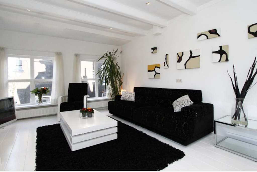 Main lounge: north view of Herengracht canal