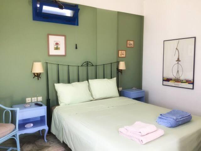 Kythnos West -Sage Room