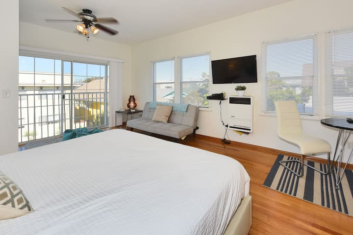 Cozy Beach Single w Peek-a-Boo Ocean View-B14