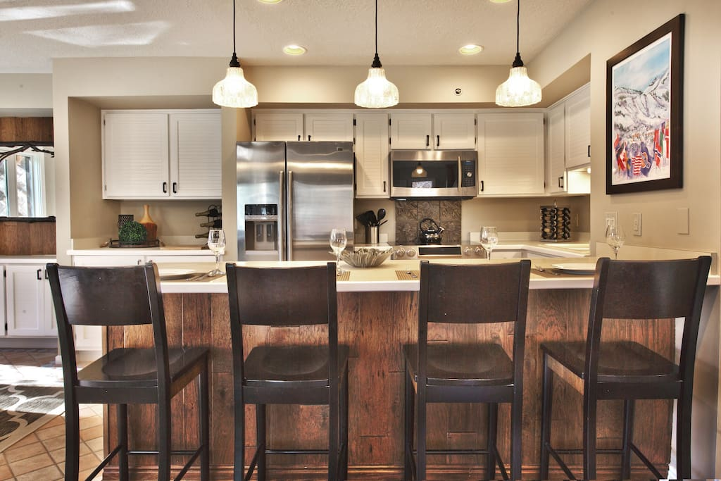 Kitchen with island seating for 4, stainless refrig / freezer w/ filtered water