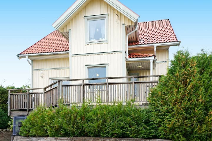 2 person holiday home in BULLAREN