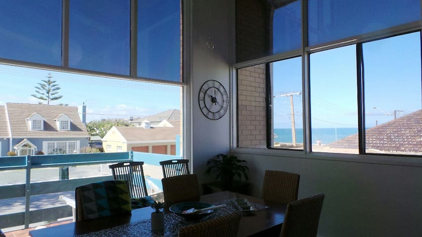 Rockingham Apartment - ocean at your doorstep - West Beach - Apartamento