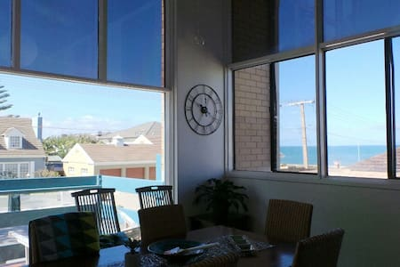 Rockingham Apartment - ocean at your doorstep - West Beach - Leilighet