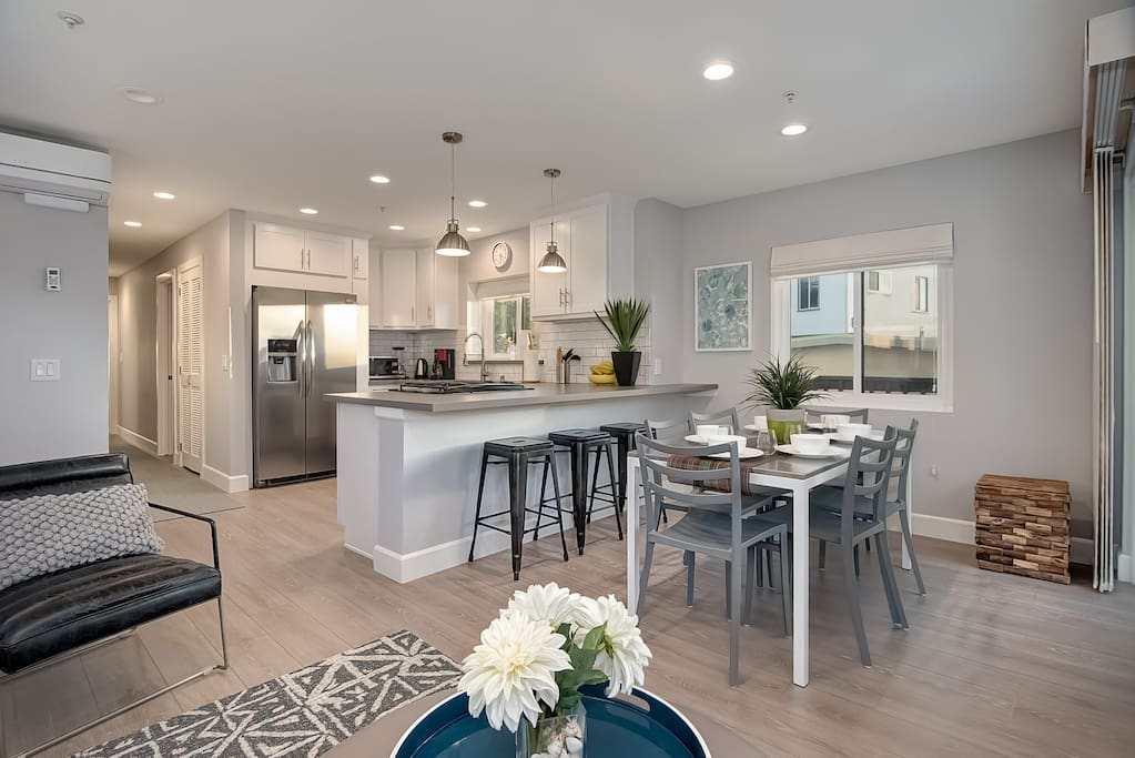 The open floor plan of this pier bowl vacation rental keeps everyone connected.