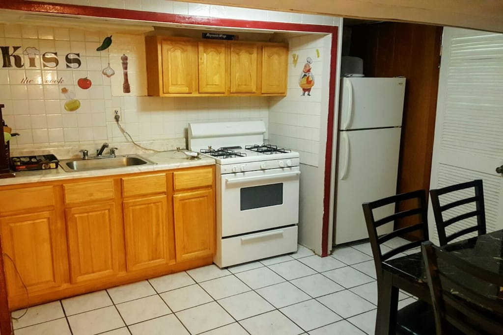 2 large bdrm basement apt close to jfk flats for rent