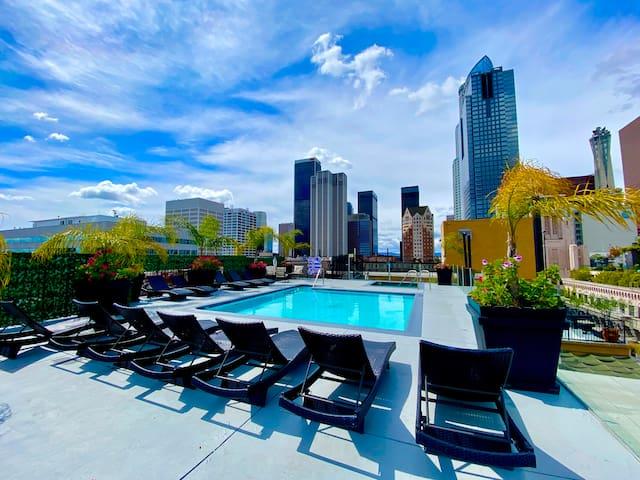 Classic DTLA loft, pool on the roof!