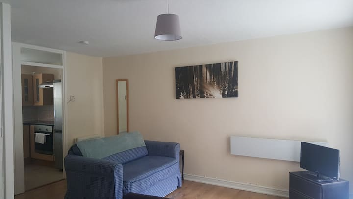 Studio flat with parking in Liverpool