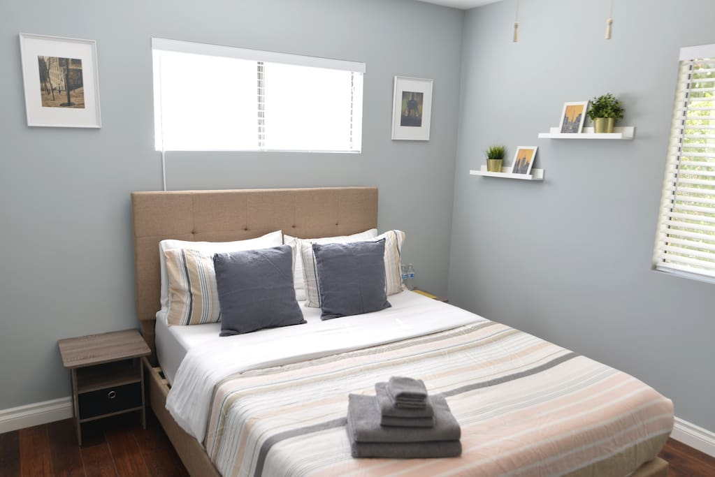 Master Bedroom -Equipped with bed bugs proof mattress cover.