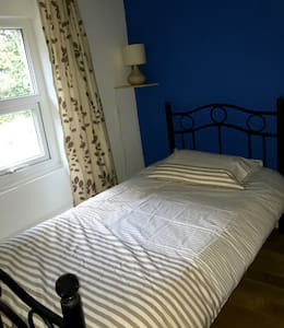 A country house room in the heart of the city - Bangor