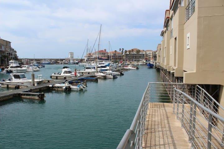 Port St Francis, 2 Sextant