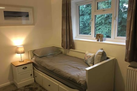 Single bedroom - Newly Decorated